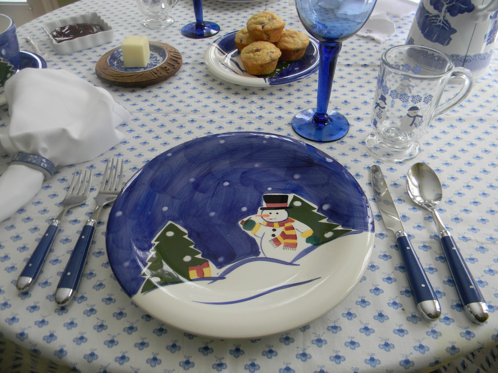 I pulled out these blue and white snowman dishes that I hadnu0027t used in a long time. Hereu0027s the post & A Toile Tale: