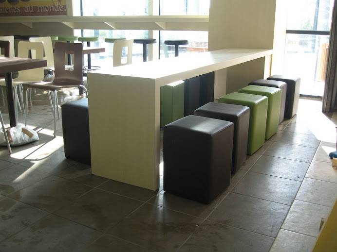1 TABLE DE 3000 X 540 ET UNE  1400X540