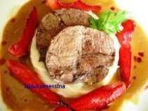 Vitello brasato al nero d'Avola e Mascalese su purea di patata e pere spinelle al tarocco