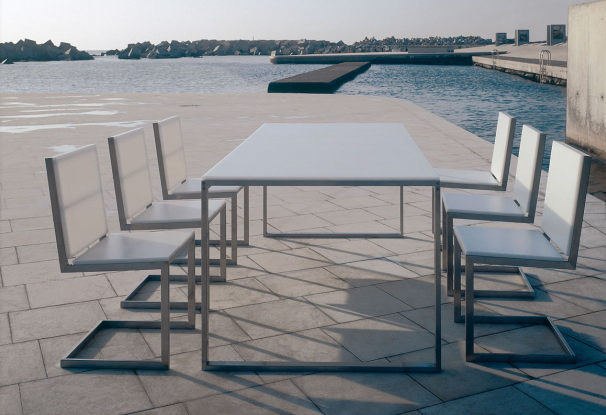 Gandia Blasco Mesa Luna Modern Outdoor Dining Table | Stardust .