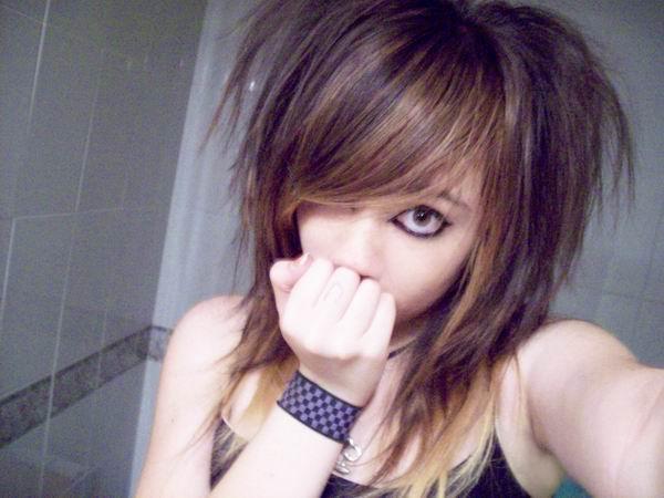 http://2.bp.blogspot.com/_9Zf_P9g6cuo/SYvXClquQhI/AAAAAAAADDY/6KKXapDF-eE/s800/emo_scene_girl_3.jpg