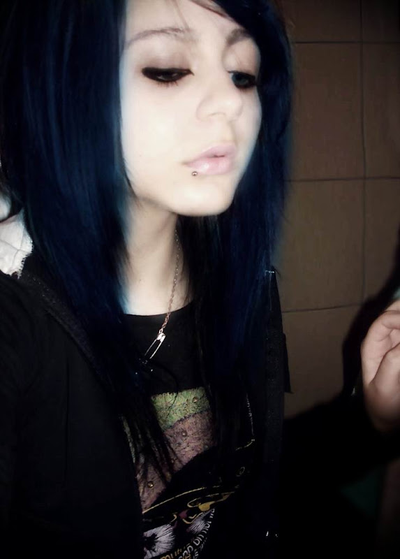 Dark blue hairstyle for emo girls