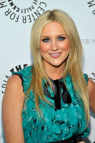 long sleek blonde summer hairstyle ideas