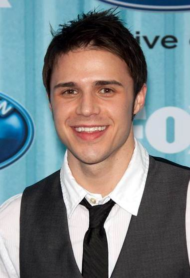 "and ""creating piecey texture."" cool guys hairstyle from Kris Allen"