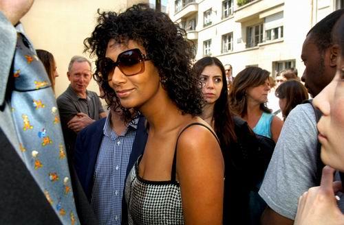 Medium Curly Hair Style For Women