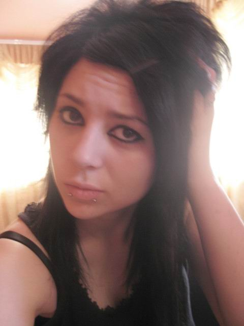 Latest Long Emo Scene Hairstyle For Girls pics provide by Kitt Mistyfic