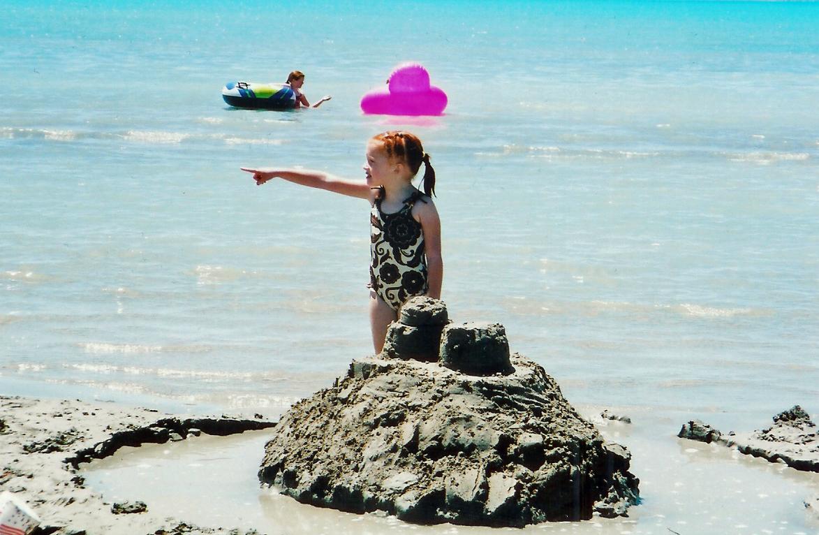[Carly+pointing+at+No.Beach++7-3-07]