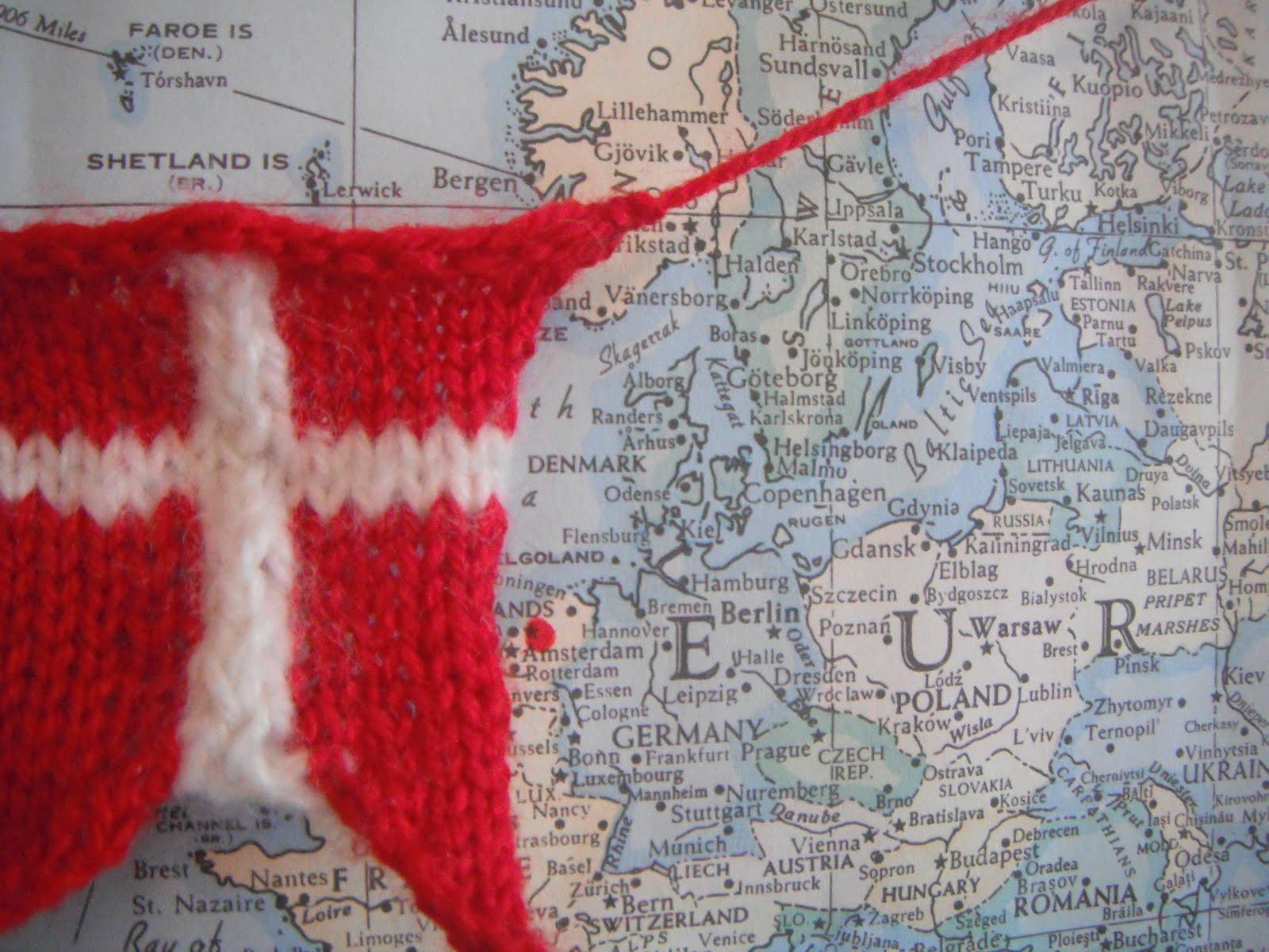 Honey Nutbrown\'s: Knitting! Danish Flag Garland - Danske Flag