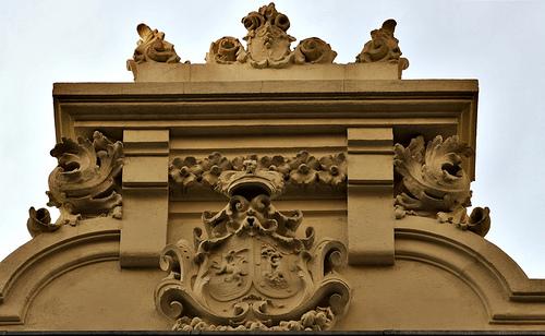 escudo-teatro-reina-victoria-madrid-sarah-abilleira