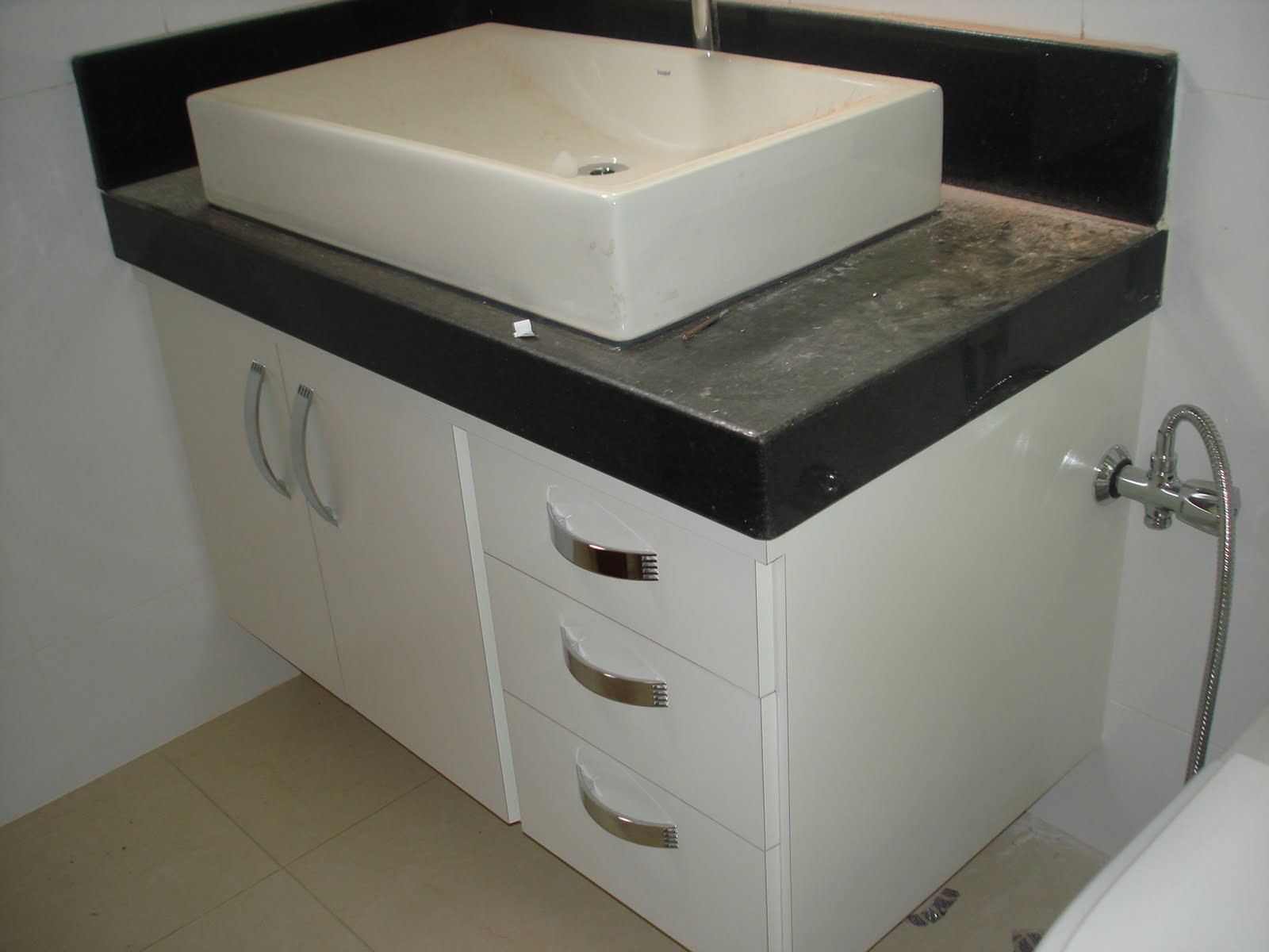 Marcenaria Taiobeiras LTDA: Gabinete para banheiro #59513D 1600 1200