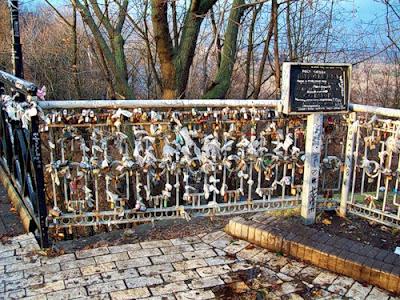 Информационная табличка о Парковом мостике