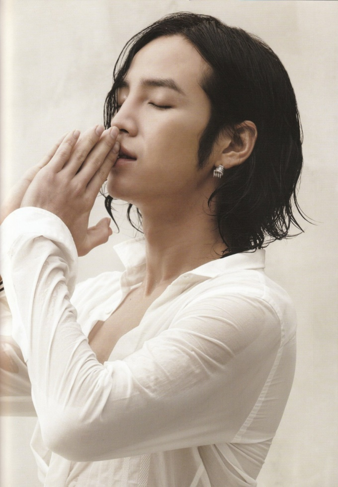 Pasando revistas - Jang Geun Suk Download008v