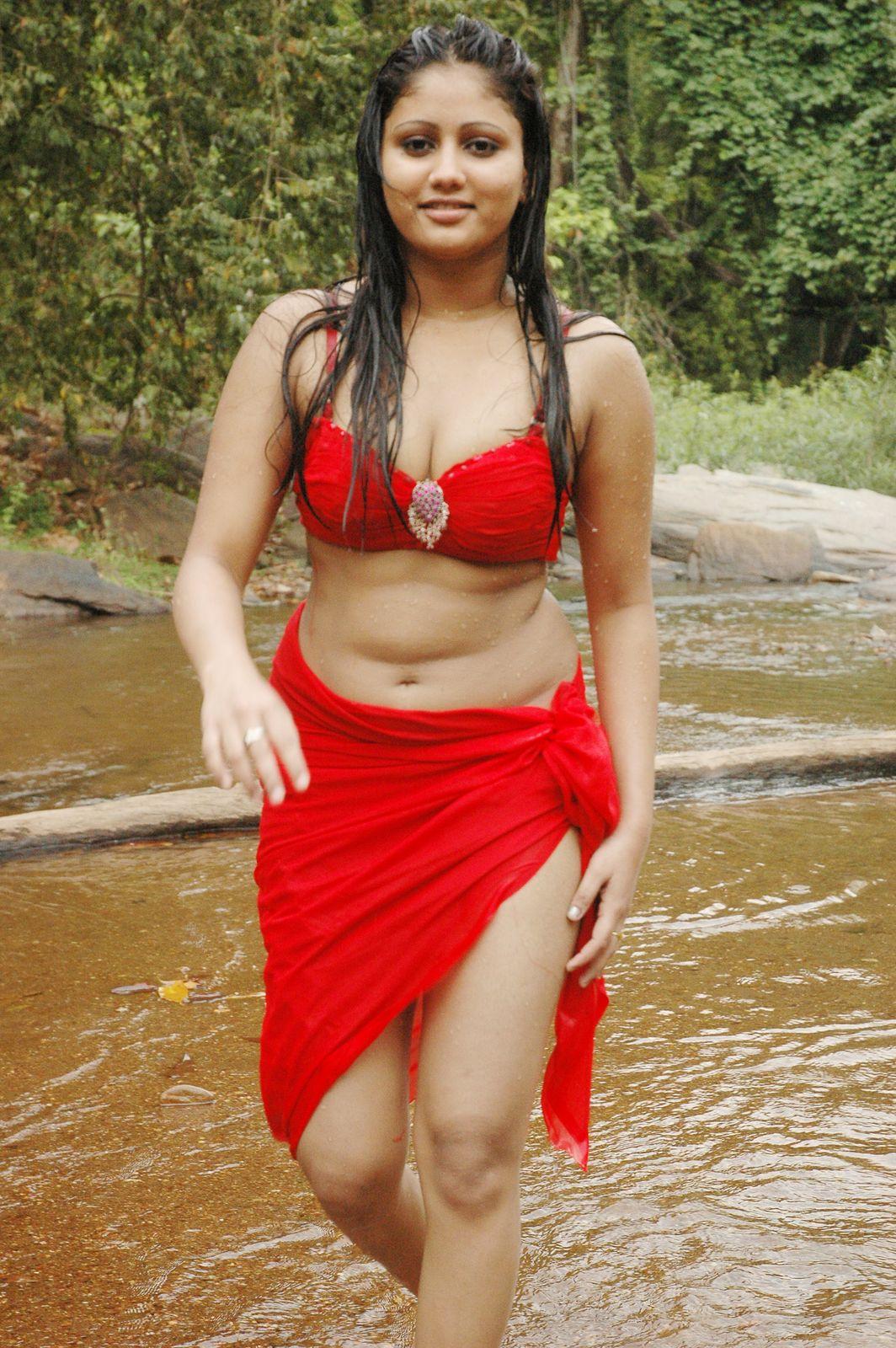 http://2.bp.blogspot.com/_9eem9ISZBQE/TOUxODja0oI/AAAAAAAAFaI/gOdUmLz08hw/s1600/macha+kanni+tamil+movie+hot+stills29.jpg