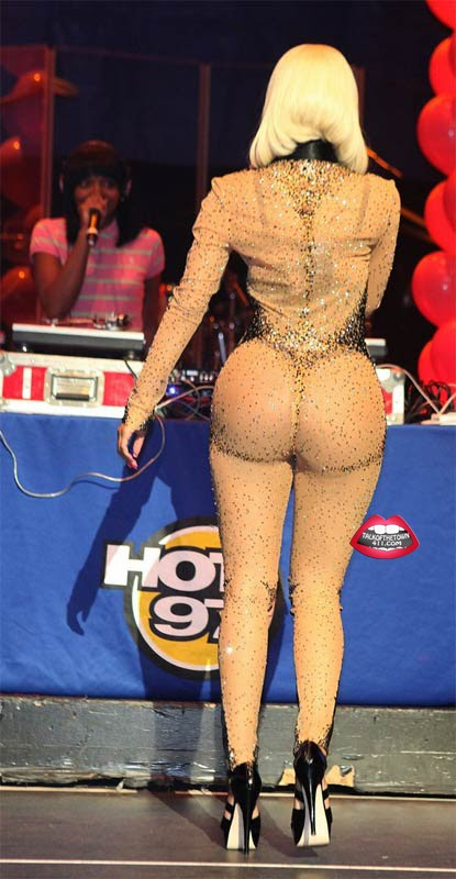 nicki minaj booty images. Nicki Minaj Brings Out Kanye,