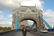 The Tower Bridge. Next we stopped for lunch. Finally! =) (tower bridge)