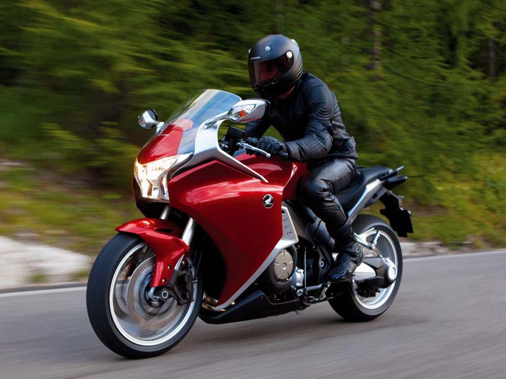 [New+2010+Honda+VFR1200F.jpg]