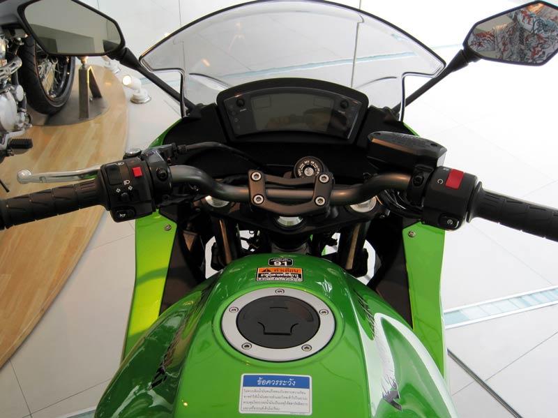[2010+Kawasaki+Ninja+650R+Steering.jpg]