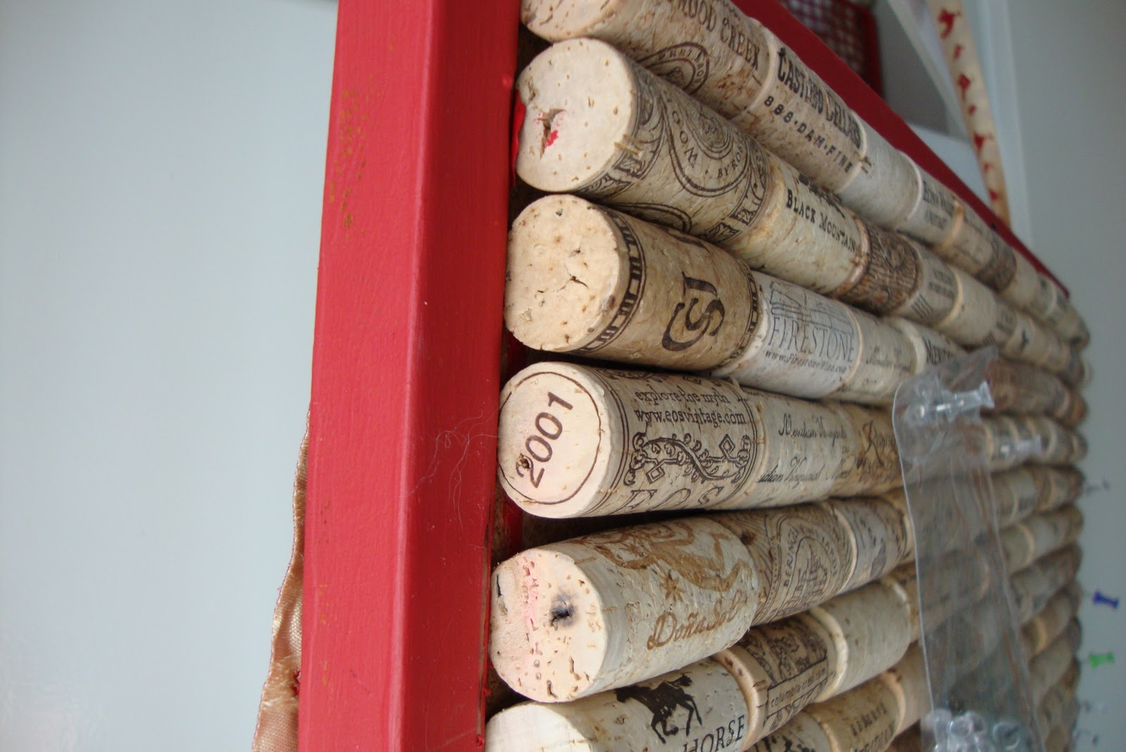 Sunny simple life how to make a wine cork cork board for Simple cork