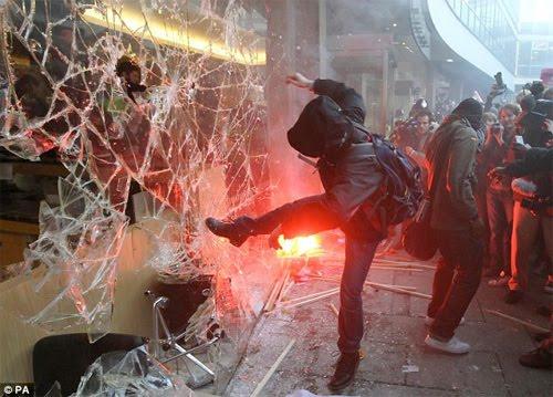http://2.bp.blogspot.com/_9js3Ljc1oUg/TP0iT2RPp0I/AAAAAAAAAgg/vOZUblhw-JQ/s1600/Ruby+pseudo_london-student-riots.jpeg