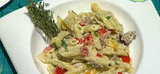 ensalada de pasta con queso crema y verduras