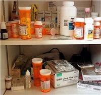 Foto 0 en  - Suben medicamentos; colmados no bajan
