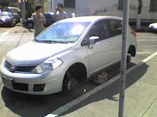 El auto estacionado...