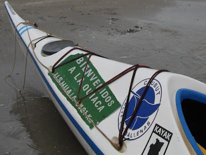 En kayak por paisajes remotos, la Argentina vista desde el río y el mar.