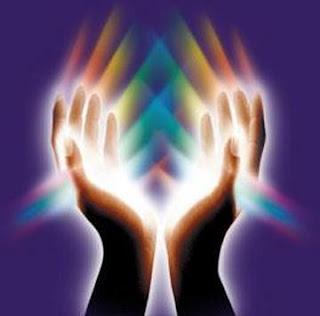 El tomar la mano o ver la foto de un ser querido reduce el dolor físico