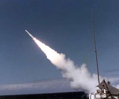 I giapponesi lanciano missili contro gli UFO