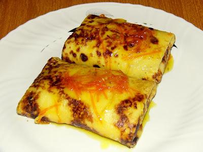 Crepes rellenas de requesón con salsa de cítricos