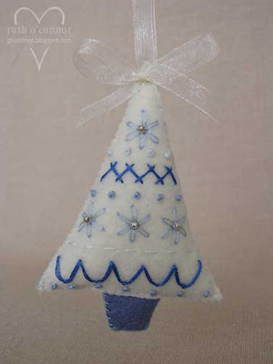 felt christmas ornament: little embroidered xmas tree