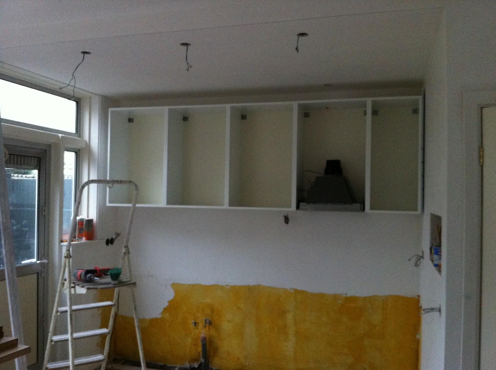 Keukenkastjes Schoonmaken: Witte hoogglans keuken schoonmaken zelfs de ...