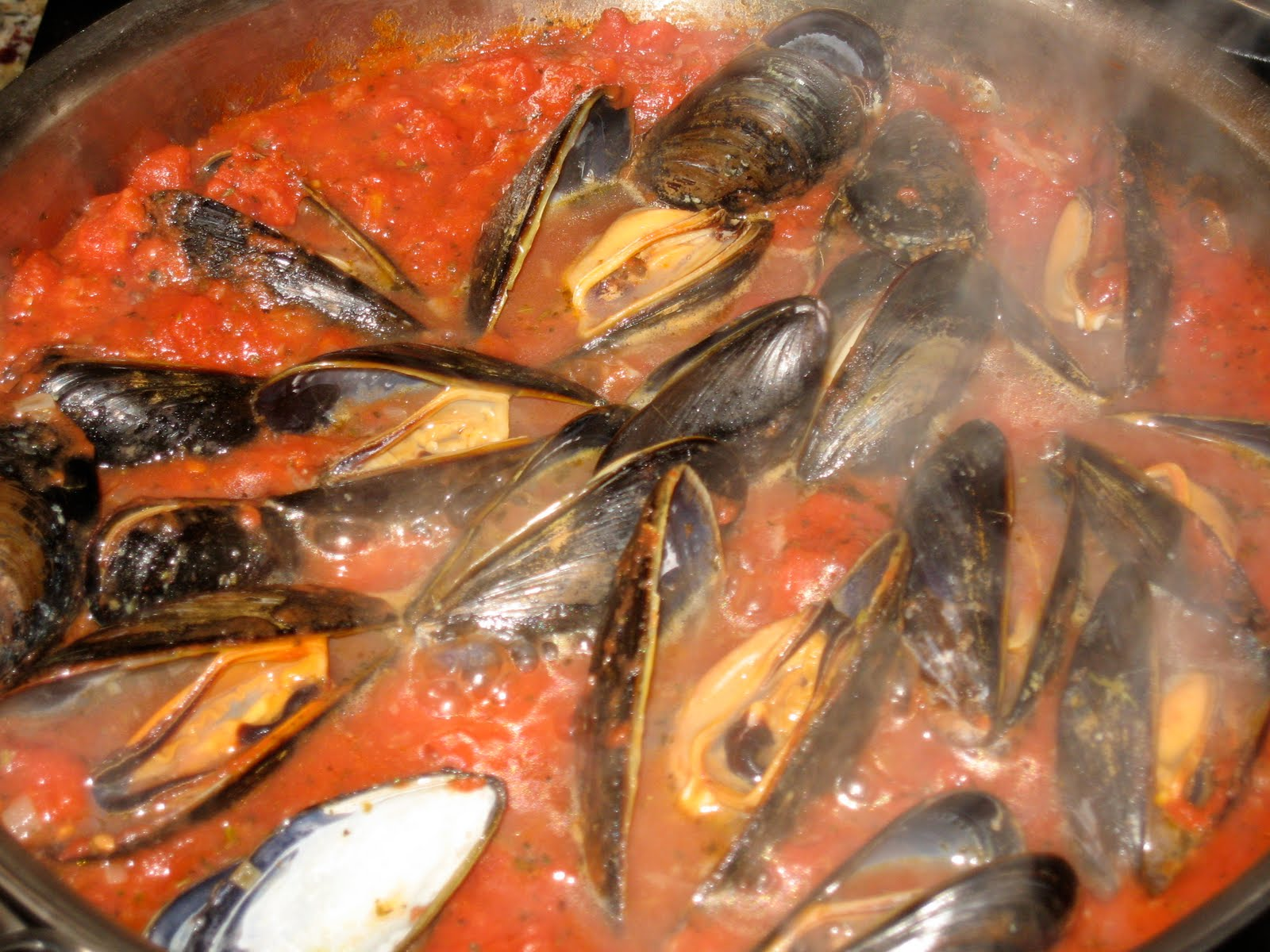 Mussels marinara giada for Feast of the seven fishes giada
