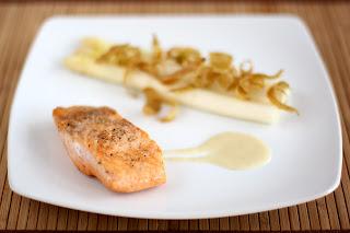 hal sült lazac steak lazacsteak főtt spárga fehér spárga vanília rúd vaníliarúd újkrumpli mártás újkrumplimártás burgonya krumpli mártás