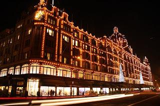 london harrods áruház karácsony karácsonyi kivilágítás éjszaka este éjszakai felvétel fénycsík