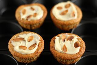 cupcake muffin süti sütemény nasi őrölt mandula fehér csokoládé keserű csoki mandulalapka