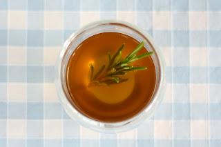 áttetsző átlátszó ratatouille leves francia lecsó leves kaliforniai paprika cukkíni padlizsán paradicsom fokhagyma kakukkfű rozmaring