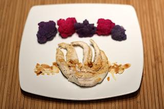 lila karfiol rózsaszín karfiol fehérboros karfiol fokhagyma csirkemell tintahal alakú csirke hús pirított mandula lapka mandulalapka