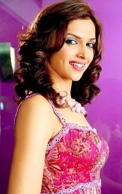 Station Hollywood: Happy birthday to Deepika Padukone.