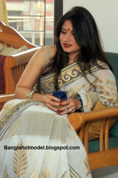 YouTube Bangladeshi model Grammen Phone Rubaba Dowla Matin