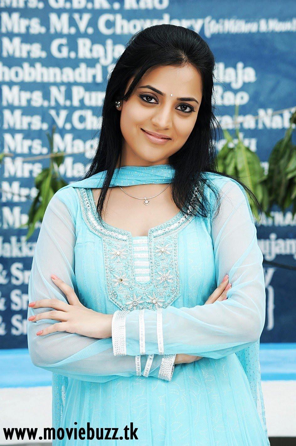 http://2.bp.blogspot.com/_A3FB1NYQJ9s/TPYCLEyRC7I/AAAAAAAADLM/-dTYiLg3IUE/s1600/Nisha+Agarwal+1.jpg