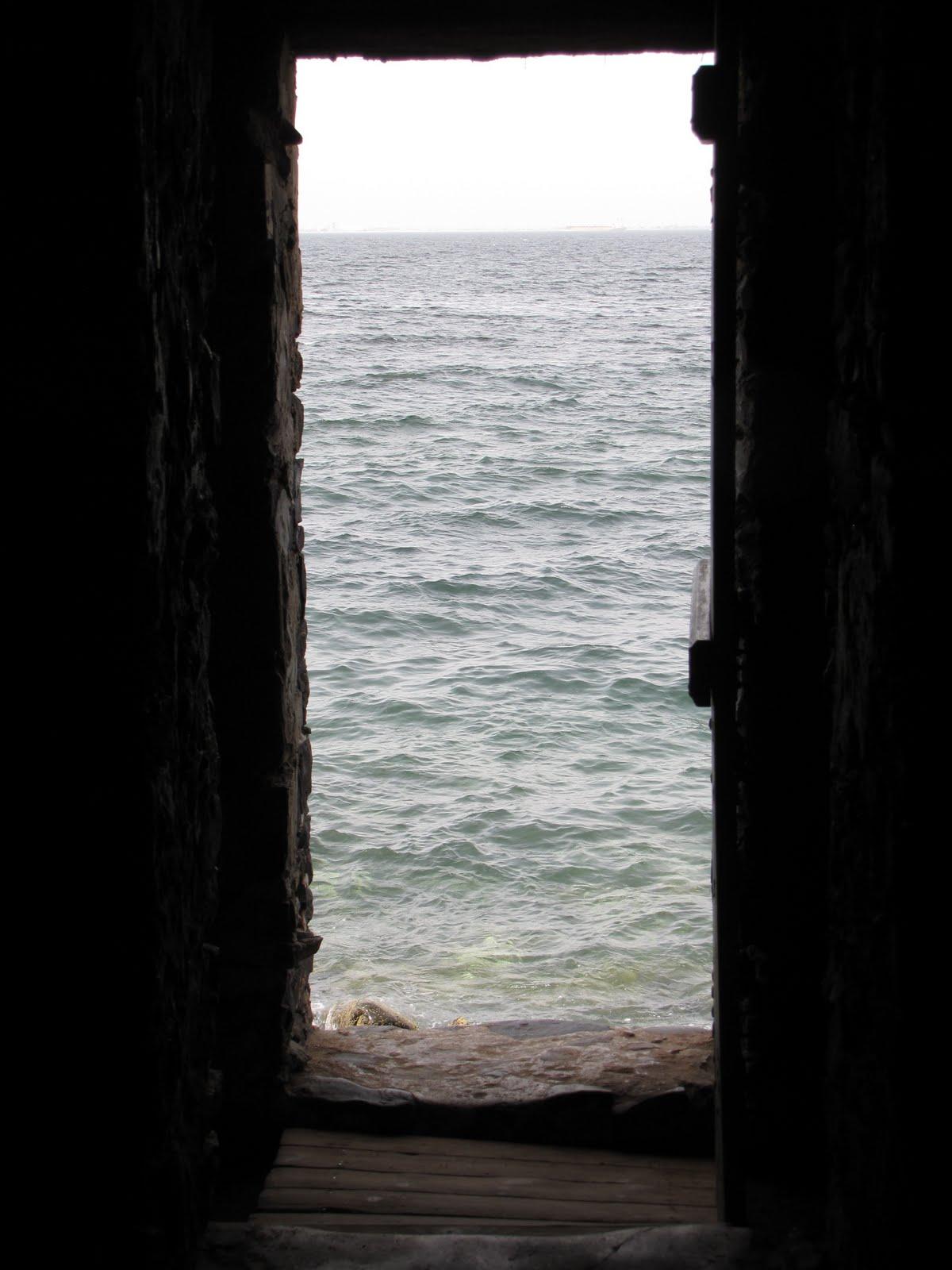 Postcards from senegal the door of no return for Door of no return