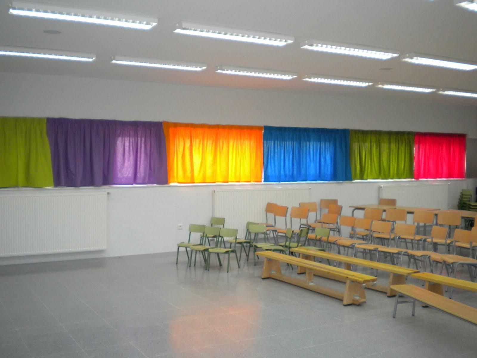 Educa seteros ceip villa de quer nuevos colores for Cortinas para aulas