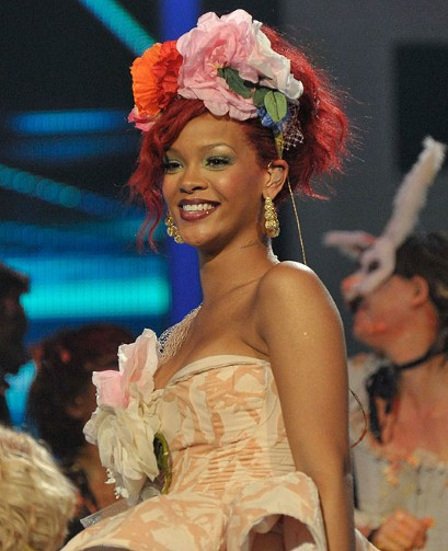 beyonce red hair rihanna. Beyonce+red+hair+2011