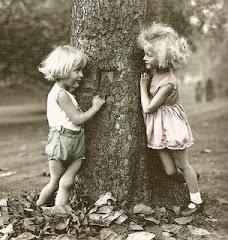 """""""Los amigos son ángeles que nos llevan en sus brazos"""