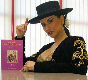 Elia Domenzain y su libro ''Y ahora, yo soy la torera''