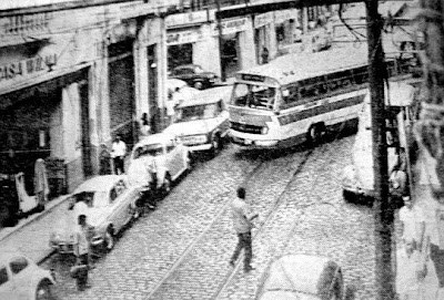 Trilhos de bondes na rua General Câmara próximo a rua Martim Afonso - A TRIBUNA DE SANTOS - MAIO DE 1967