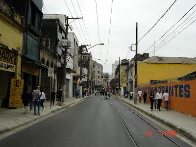 Rua General Câmara próximo a rua Senador Feijó já com os trilhos de bonde - foto de Emilio Pechini
