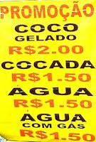 Preços da água de côco na praia de Santos