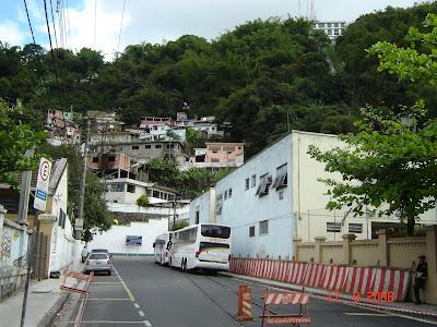 Trilhos e Monte Serrat em Santos - SP - Foto de Emilio Pechini em 17/09/2008